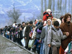 Фотография албанских беженцев в Косово была использована российскими СМИ как иллюстрация «беженцев из Украины в Ростовскую область». Наверно им показалось, что Ростовская область расположена в предгорьях Гималаев.