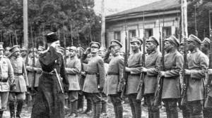 Второй глава украинского государства гетман П.Скоропадский принимает парад 1-й Козацко-стрелковой («Серожупанной») дивизии