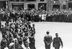 Львовяне в ожидании провозглашения «Акта о восстановлении украинской государственности» (30 июня 1941 г.)