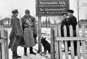Украинские «шуцманы» вместе с немецким начальством