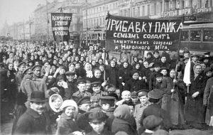 Демонстрація робітниць Путилівського заводу в перший день Лютневої революції