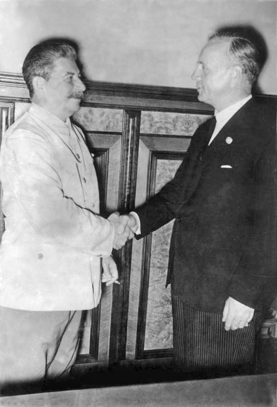 Сталин и Риббентроп в Кремле (23 августа 1939 г.)