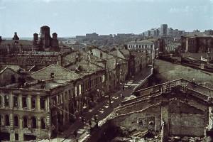 Blick auf zerstörte Wohnhäuser in Charkow