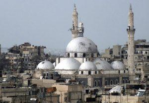 Мечеть Халида ибн аль-Валида. Комплекс, строившегося вокруг могилы выдающегося арабского военачальника с ХІ по начало ХХ в., сильно пострадал результате боев за Хомс.
