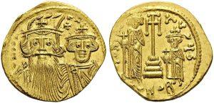 Солид Константа ІІ, чеканенный в 661–668 гг. На аверсе по-прежнему император вместе с сыном-соправителем Константином, а на реверсе – младшие сыновья Константа, Тиберий и Ираклий.