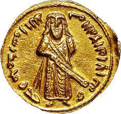 """Динар Абд аль-Малика ибн Марвана (685–705), 5-го халифа Омейядской династии. Эмиссия монет, отчеканенных в 690 или 691 гг., абсолютно уникальна, поскольку на аверсе имеет портрет """"стоящего халифа"""". Интересно, что несколько позже, в 697 г., указом именно Абд аль-Малика было строжайше запрещено чеканить изображения людей на мусульманских монетах."""