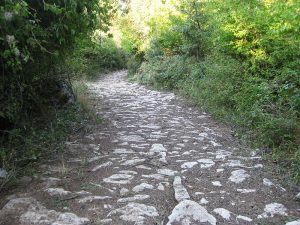 Участок Via Egnatia, сохранившийся неподалеку с. Радожда на берегу Охридского озера (Македония).