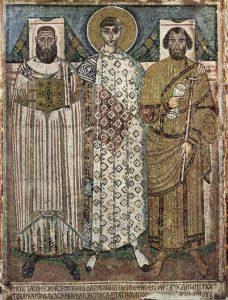 """Св. Димитрий с ктиторами. Мозаика VII в. в базилике св. Димитрия (Салоники). Считается, что справа от святого экзарх Леонтий, а слева – епископ Иоанн, стараниями которых храм был отремонтирован (а верее – основательно перестроен) после пожара. Надпись под мозаикой гласит: """"Справа и слева видны строители славного строения мученика Димитрия, который отразил варварские флоты и спас город"""". Заступничество святого, по-видимому, имело место именно в 610-х гг."""