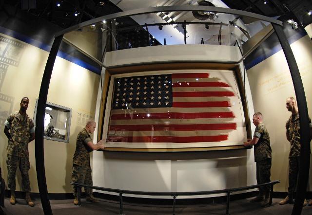 Той самий прапор з Іодзіми в Національному музеї КМП США