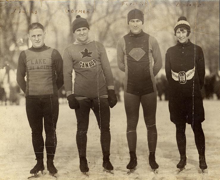 Валентин Білас (крайній ліворуч), Канада, 1926