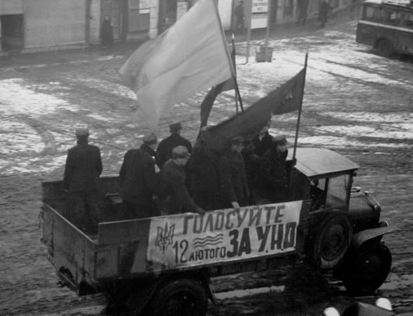04 Пропагандистська вантажівка УНО на вулицях міста. Хуст, 1939