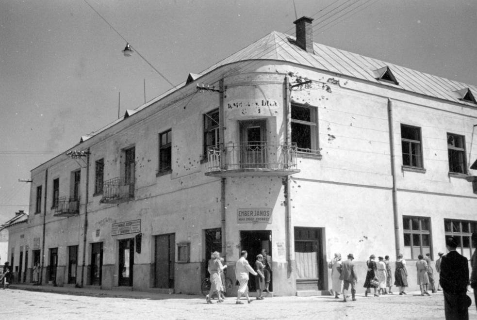 12 Хуст, готель Карпатської Січі зі слідами обстрілу, 1939